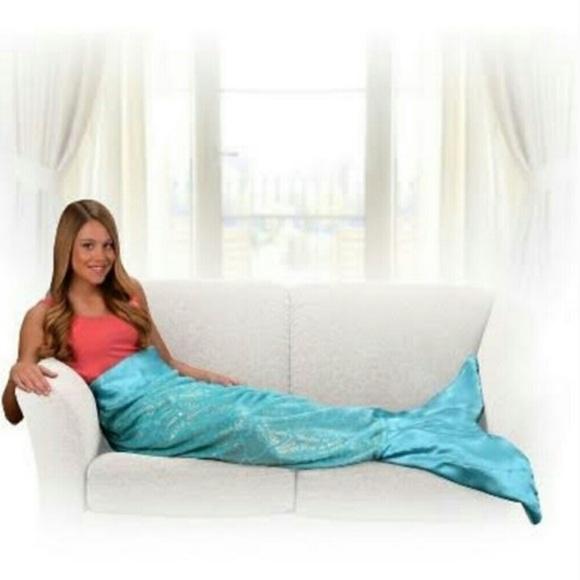 NWOT- Adult Mermaid Tail Snuggie Blanket